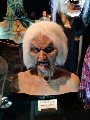 monsterpalooza-2018-horror-convention-evil-dead-witch